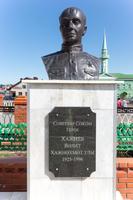 Мемориальный комплекс. Бюст Героя Советского Союза Хазиева В.Х. 2014