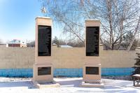 Стелы на Аллее Славы с фамилиями участников Великой Отечественной войны.2014