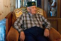 Фото. Галиев Ф.А. дает интервью с воспоминаниями о годах войны. 2014