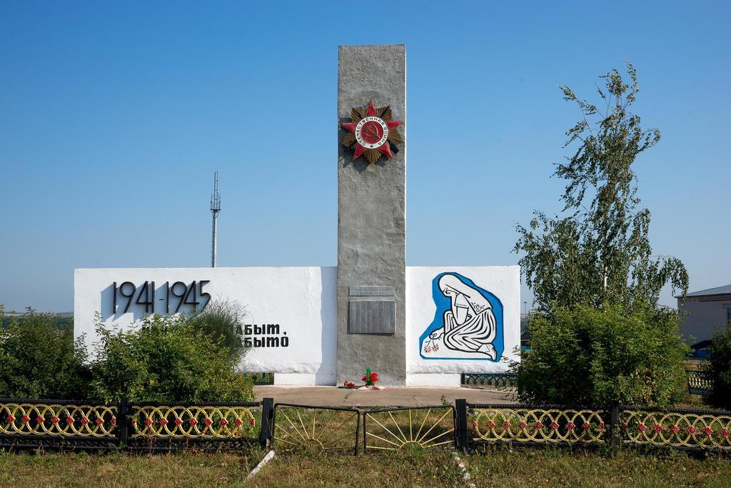 Стела «Никто не забыт, ничто не забыто». Село Старое Чурилино. 2014   Установлена в 1975 году. ©Tatfrontu.ru Photo Archive