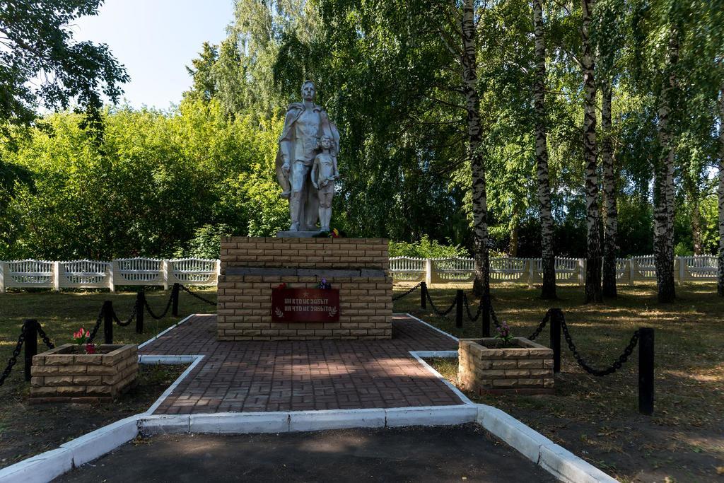 Фото №72. Памятник «Никто не забыт, ничто не забыто». с. Рождествено. 2014