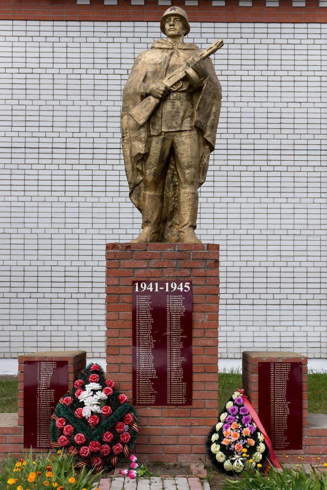 Фото №111. Памятник павшим землякам в годы Великой Отечественной войны. с. Кирби. 2014