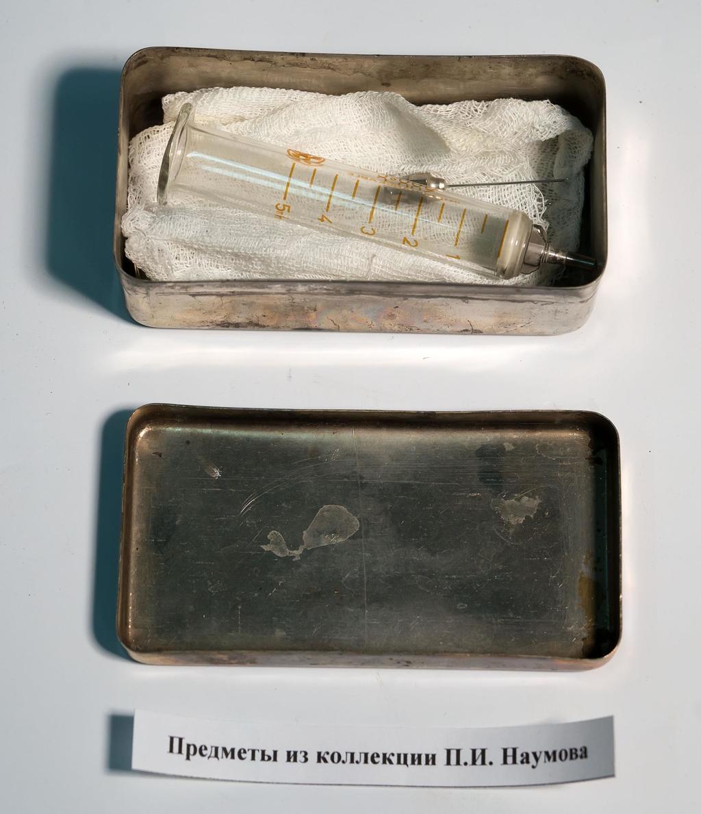 Фото №240. Коробка с медицинскими инструментами. СССР. 1940-е. Металл