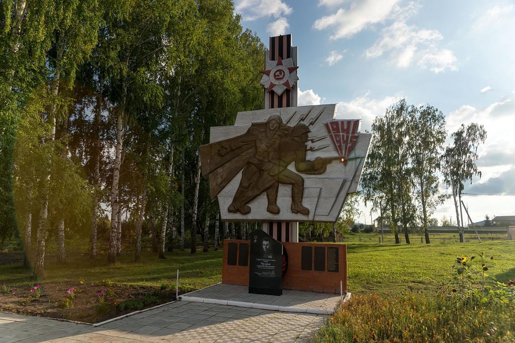 Памятник погибшим в годы Великой Отечественной войны. с. Юхмачи. Алькеевский район. 2014 ©Tatfrontu.ru Photo Archive
