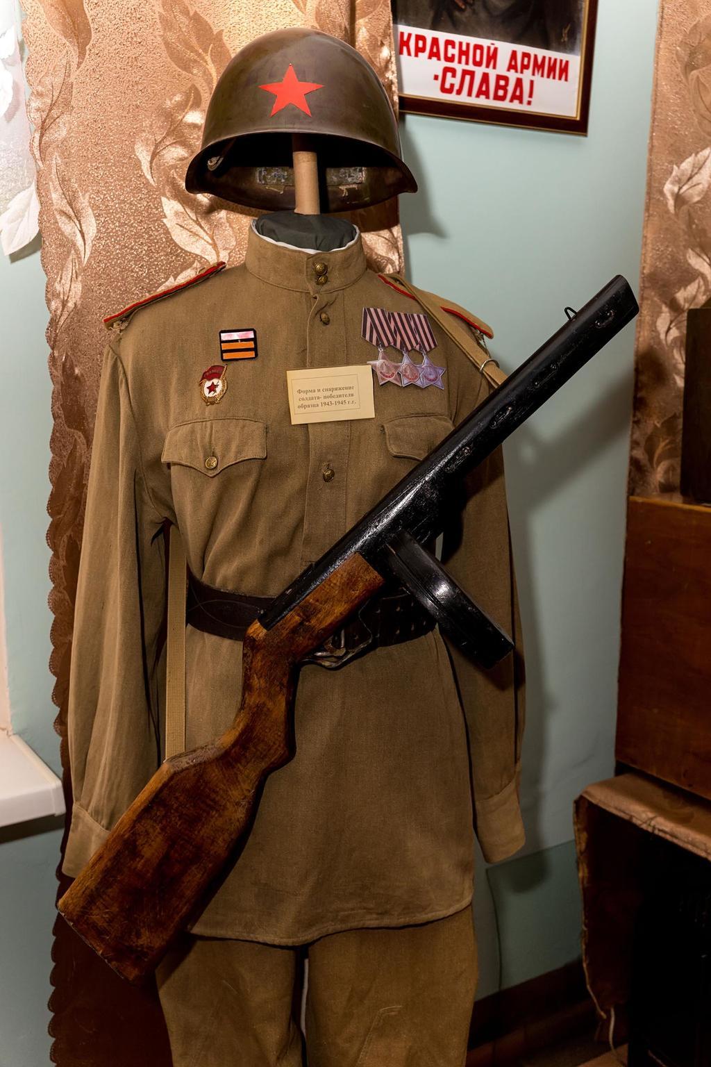 Форма и снаряжение солдата – победителя образца 1943-1945 гг. Ткань, кожа, металл ©Tatfrontu.ru Photo Archive