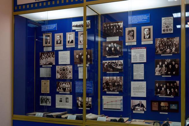 Фото №38054. Витрины в музее с материалами по Великой Отечественной войне. 2014
