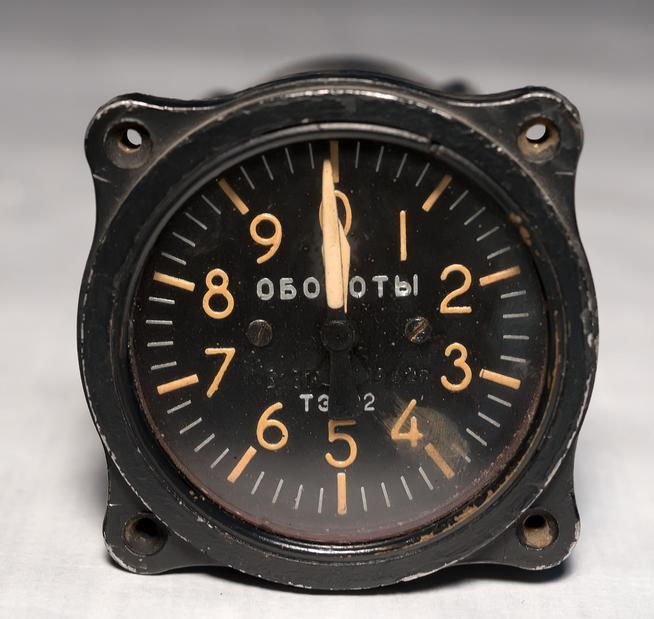 Фото №38230. Прибор тахометр ТЭ - 22 выпускался заводом с 1941