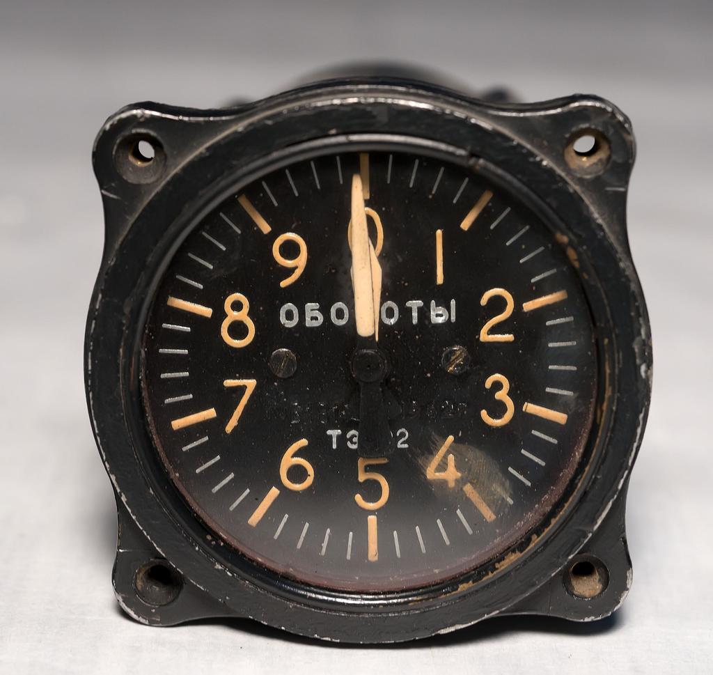 Прибор тахометр ТЭ - 22 выпускался заводом с 1941 ©Tatfrontu.ru Photo Archive