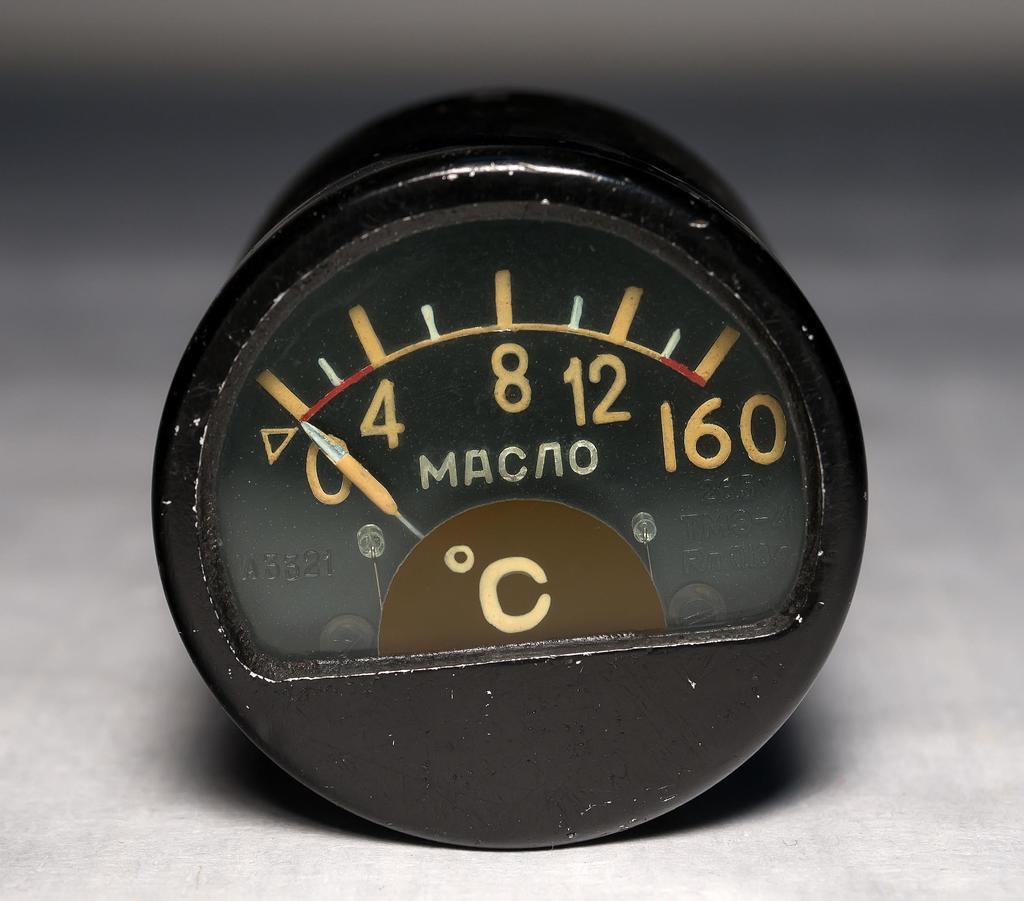 Термометр масла ТМЭ-6 выпускался заводом с 1939  Термометр масла ТМЭ-6, термометр воздуха ТВЭ-6, термометр карбюратора ТКЭ-6, термометр цилиндра ТЦТ-5, тахометр ТЭ-21 выпускались заводом с 1939 года ©Tatfrontu.ru Photo Archive