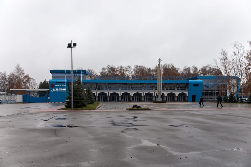 Здание проходной ОАО ʺКазанский вертолетный заводʺ. 2014 ©Tatfrontu.ru Photo Archive