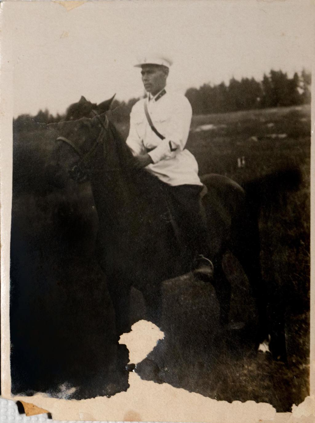 Фото, Б.Юсупов 1939г.   Фотобумага.  АКМ. КП - 198/4  размер 11,9*8,9 Акт № 99-103 1995г. ©Tatfrontu.ru Photo Archive