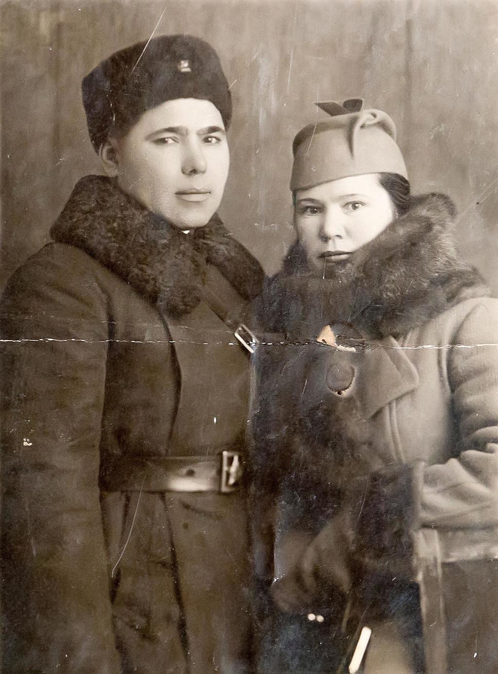 Фото. Б.Юсупов с супругой от 04.02.1940г.   Фотобумага. АКМ. КП - 197/4  размер 11,3*8,4 Акт № 99-103 1995г. ©Tatfrontu.ru Photo Archive