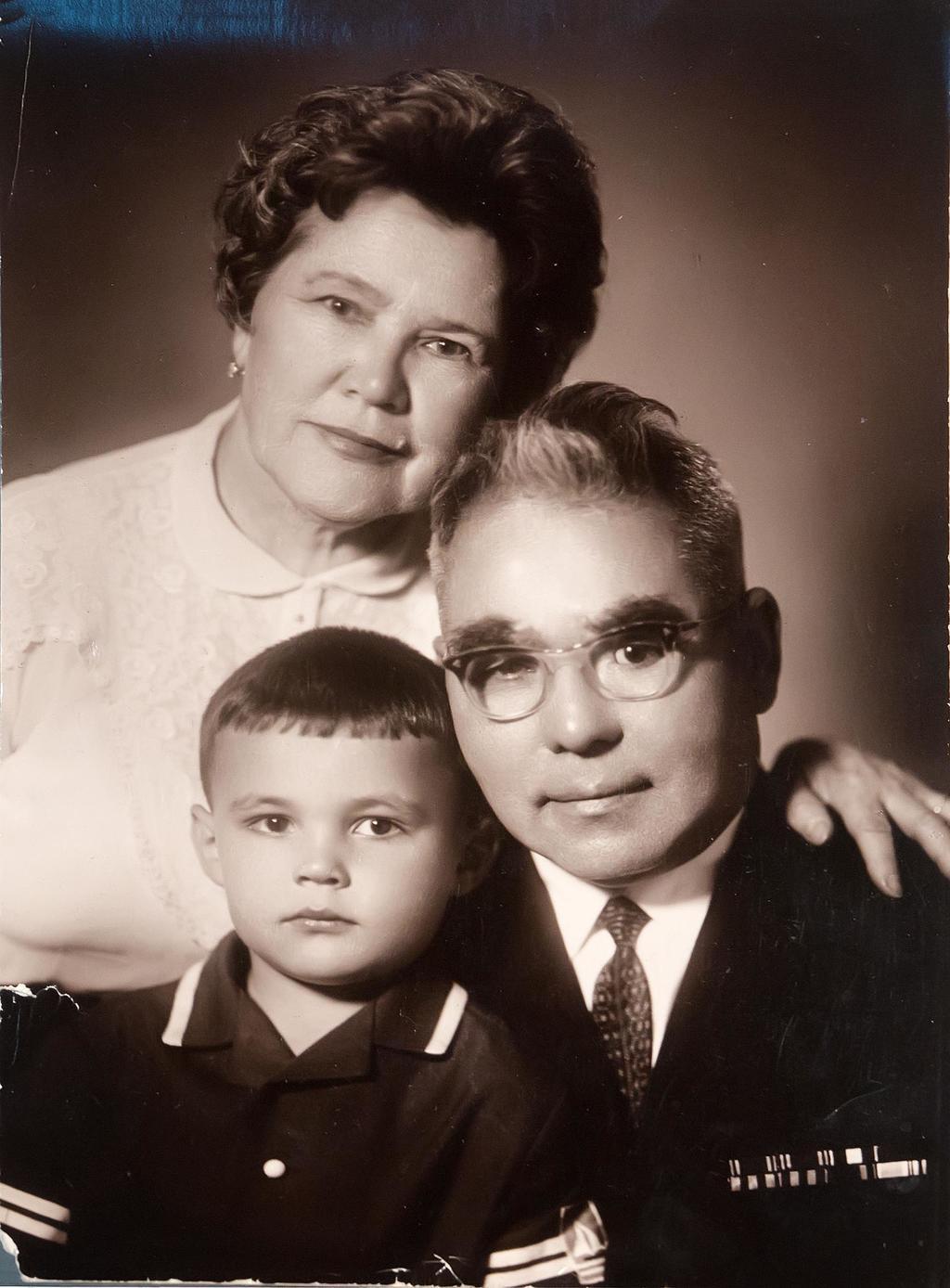 Фото. Юсупов Б.А. с женой и внуком Рустамом. 17 февраля 1968 года ©Tatfrontu.ru Photo Archive
