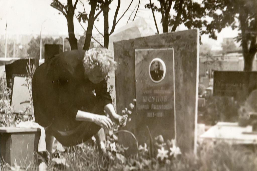 Фото, могила Б.Юсупова от 1983г.   Фотобумага. Инв.№  АКМ. КП - 198/7  размер 14,7*10 ©Tatfrontu.ru Photo Archive
