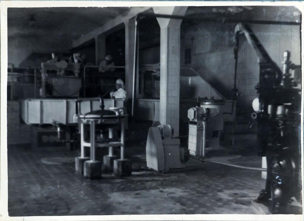 Фото из альбома «Алексеевский молочно-консервный завод 1934-1951 гг.».  Цех завода ©Tatfrontu.ru Photo Archive