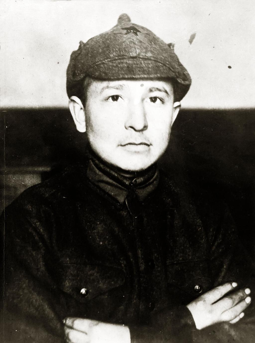 Фото. Сибгат Хаким во время службы в Красной армии. 1933 ©Tatfrontu.ru Photo Archive