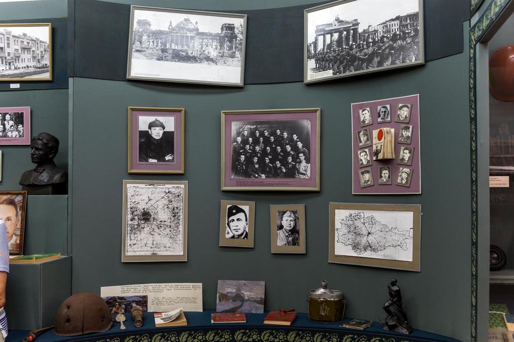 Фото №5369. Фрагмент экспозиции в музее при Кулле-Киминской средней общеобразовательной школе имени Сибгата Хакима. 2014