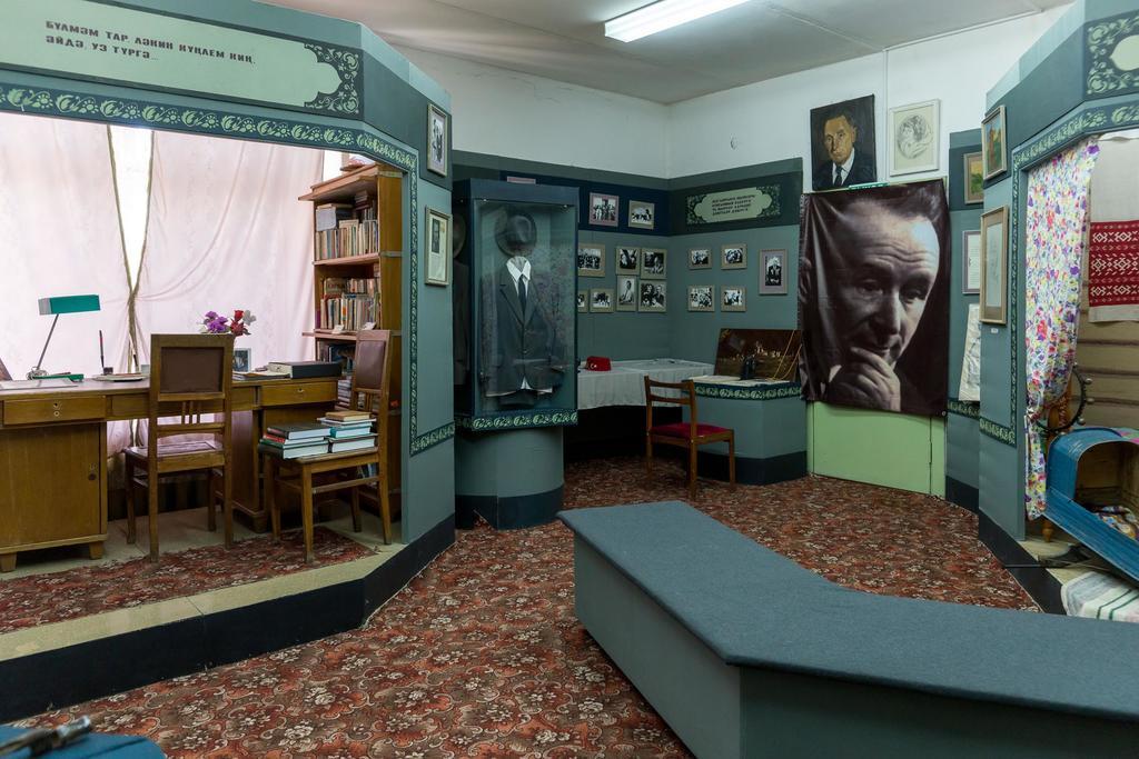 Фото №5393. Фрагмент экспозиции в музее при Кулле-Киминской средней общеобразовательной школе имени Сибгата Хакима. 2014