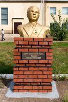 Бюст Рыжову М.И. (1922-?) - полковнику, Герою Советского Союза в Аллее героев Рыбно-Слободского района. 2014