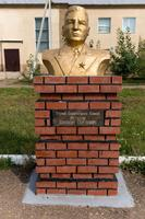 Бюст Русакову К.С. (1904-?)- Герою Советского Союза в Аллее героев Рыбно-Слободского района. 2014