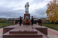 Парк Победы. Статуя воина. с. Черемшан. 2014