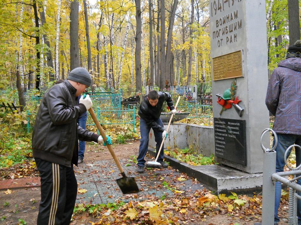 Фото №89264. Уборка воинских захоронений