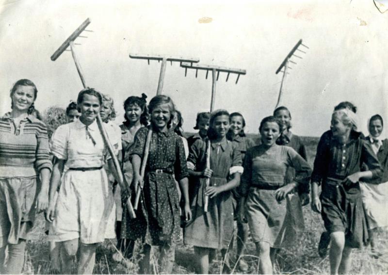 Фото №89510. Пионеры и школьники Казани на уборке урожая. 1942