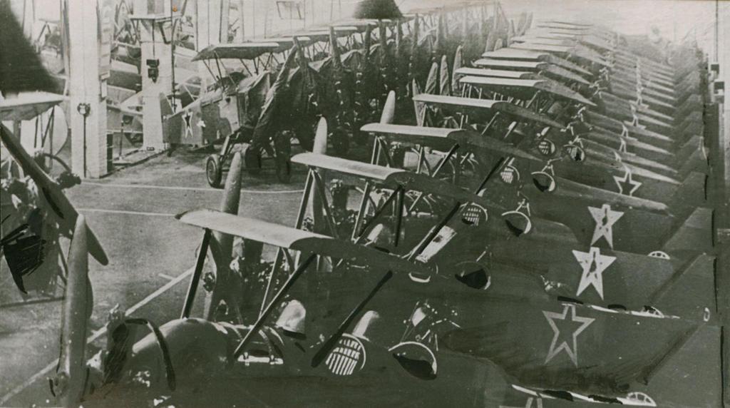Фото №89531. Ночные бомбардировщики У-2 (ПО-2)  в цехе сборки завода № 387 Казань. 1943