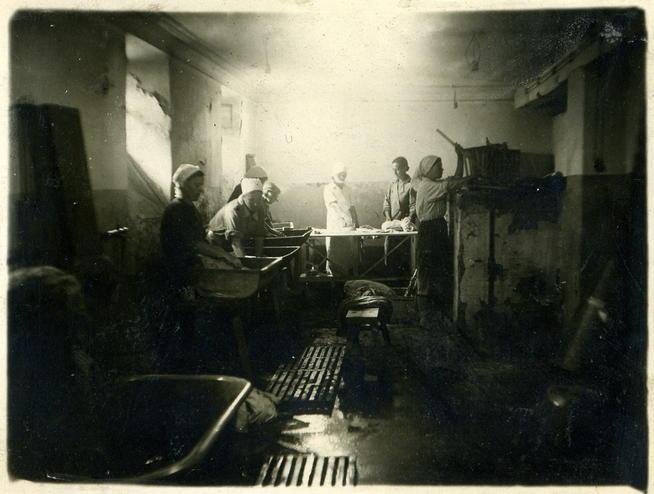 Фото №89635. Фото. Прачечная на заводе № 230. 1942