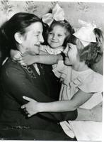 Фото. М.Г. Сыртланова с дочерьми. 1958