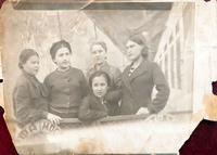 Фото. Грачева (Баркевич) Е.П. (1921 г.р.) - участница Великой Отечественной войны с подругами на теплоходе. 1930-е годы удалить