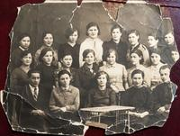 Фото. Грачева (Баркевич) Е.П. (1921 г.р.) - участница Великой Отечественной войны с однокурсниками. 1930-е годы удалить