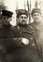 Фото. Генерал Ф.Г.Булатов (в центре) с командирами полков в белорусском лесу. Июнь 1944 года