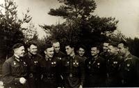 Фото. М.В.Симонов (второй справа) с однополчанами. 1942