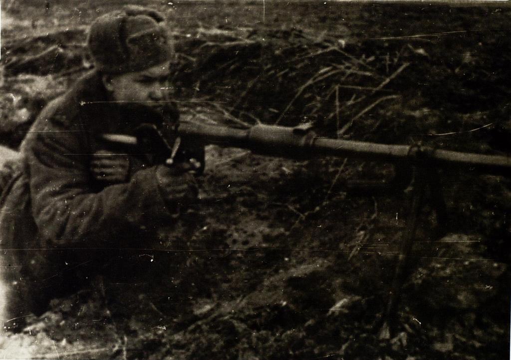 Фото. На позиции. Герой Советского Союза С.А.Ахтямов. Восточная Пруссия. 1944   Ф8250 оп1 д11 ©Tatfrontu.ru Photo Archive