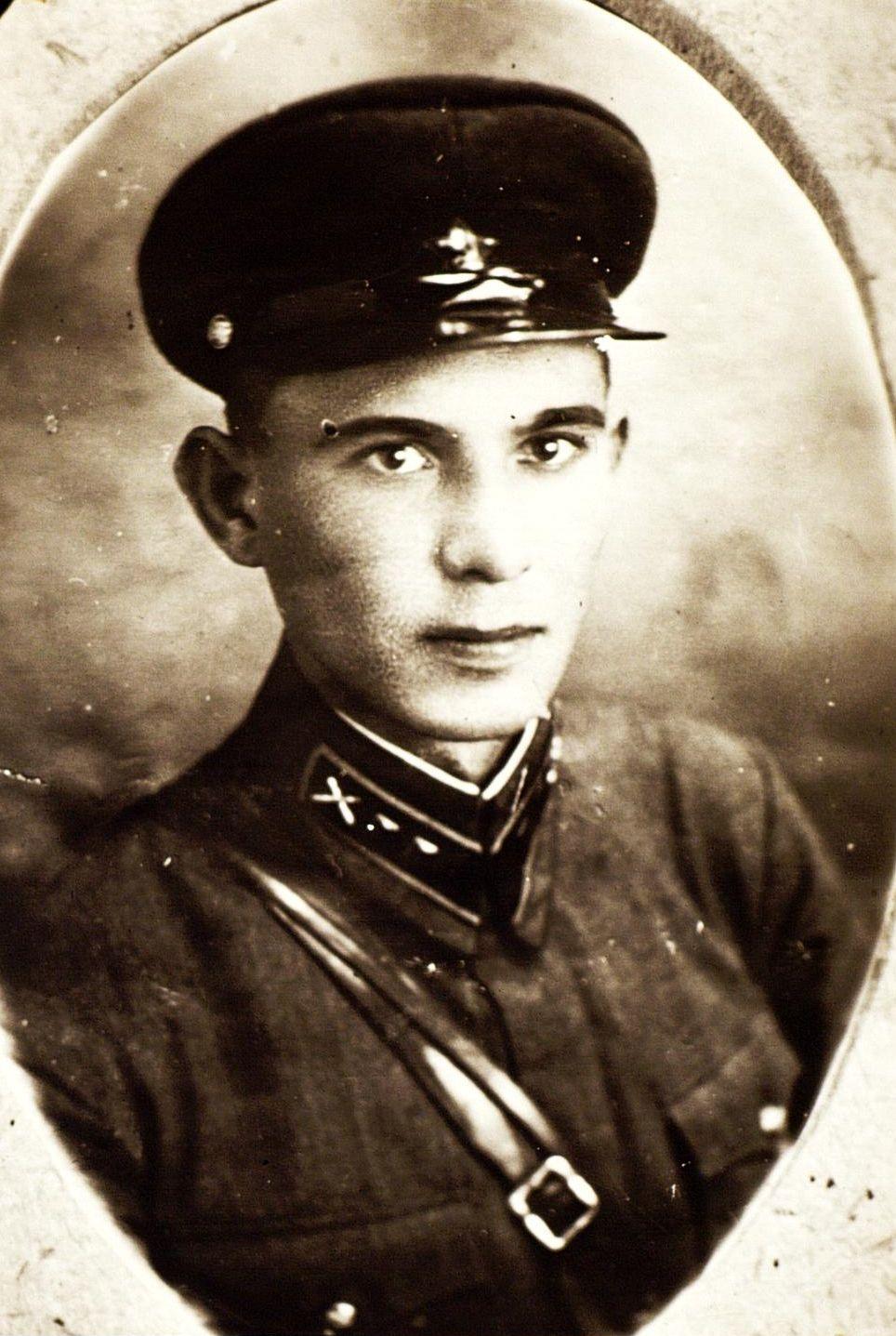 Фото. Герой Советского Союза А.М. Коваль. 1941  Ф8250 оп4 д7 л7 ©Tatfrontu.ru Photo Archive