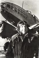 Фото. Герой Советского Союза М.В.Симонов у самолета. 1943