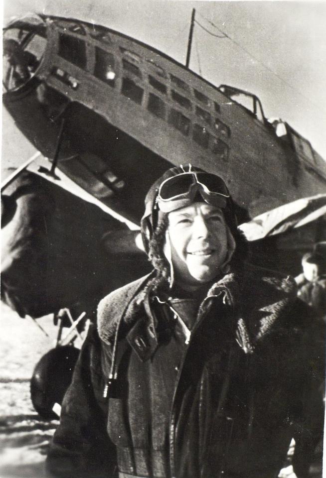 Фото №91842. Фото. Герой Советского Союза М.В.Симонов у самолета. 1943