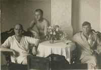 Фото. Герой Советского Союза А.М. Коваль (справа) в госпитале после ранения. Австрия. 1945