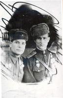 Герой Советского Союза Красавин М.В. (справа)  с боевым другом. 1943 г.